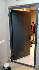 Дверь противопожарная в ТРЦ Грнвич
